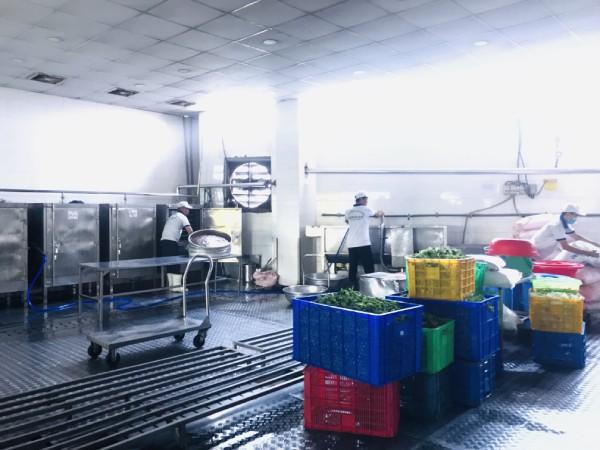 Hình ảnh khu nấu cơm được khử trùng sạch sẽ